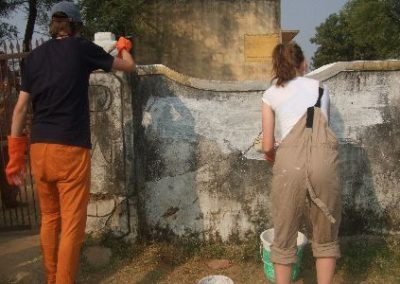 painting-and-decorating-volunteering-for-16-and-17-year-olds-in-india